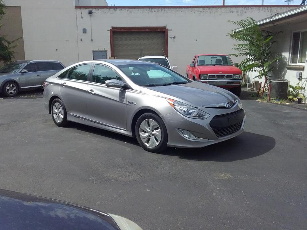 2014 Silver /Gray Hyundai Sonata Sedan (KMHEC4A47EA) with an 2.4L L4 DOHC 16V HYBRID engine, 6-Speed Automatic transmission, located at 3605 W Overland Rd., Boise, ID, 83705, (208) 863-0063, 43.589729, -116.226181 - Photo #1
