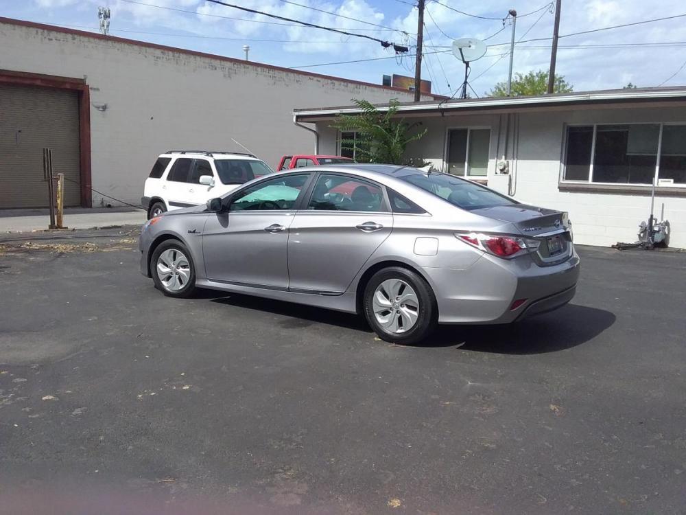 2014 Silver /Gray Hyundai Sonata Sedan (KMHEC4A47EA) with an 2.4L L4 DOHC 16V HYBRID engine, 6-Speed Automatic transmission, located at 3605 W Overland Rd., Boise, ID, 83705, (208) 863-0063, 43.589729, -116.226181 - Photo #4