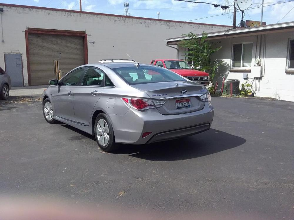 2014 Silver /Gray Hyundai Sonata Sedan (KMHEC4A47EA) with an 2.4L L4 DOHC 16V HYBRID engine, 6-Speed Automatic transmission, located at 3605 W Overland Rd., Boise, ID, 83705, (208) 863-0063, 43.589729, -116.226181 - Photo #5